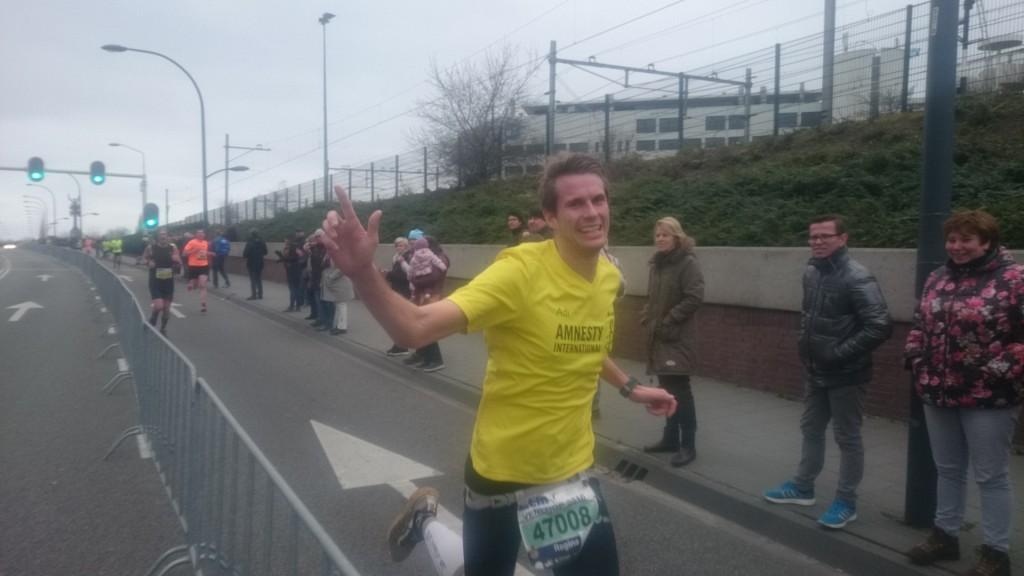 Trotz müden Beinen konnte Adi bei km 18 noch lächeln